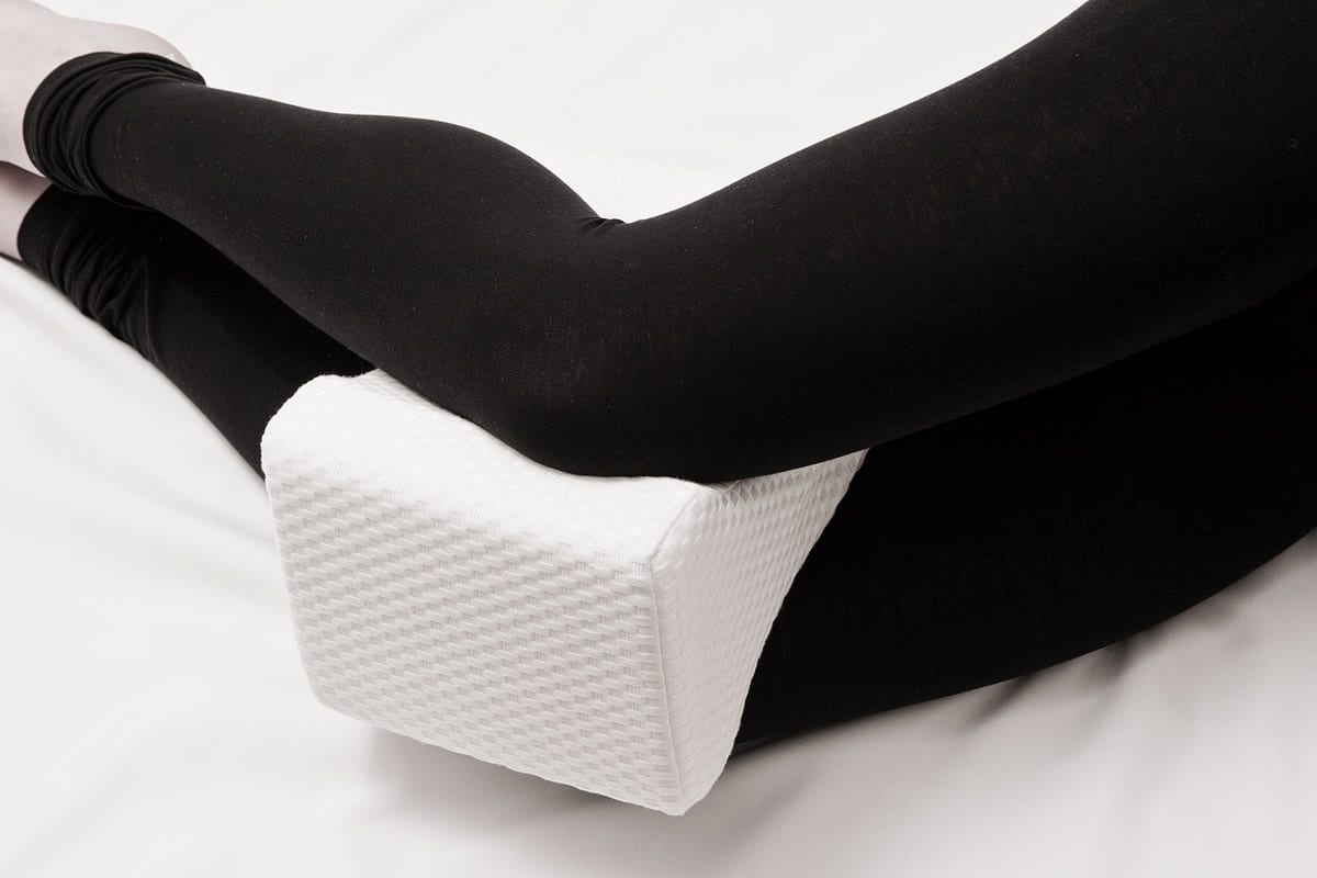 Knee Pillow Review by www.snoremagazine.com
